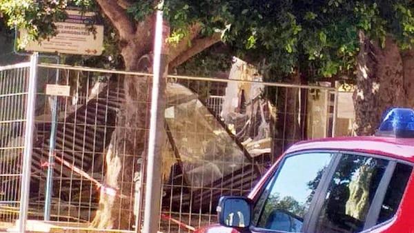 palazzo liberty crollo su viale della vittoria, gazebo bar-2