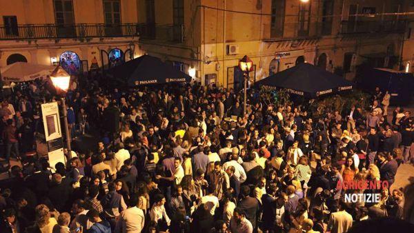 Una discoteca a cielo aperto, in piazza San Francesco si fa festa