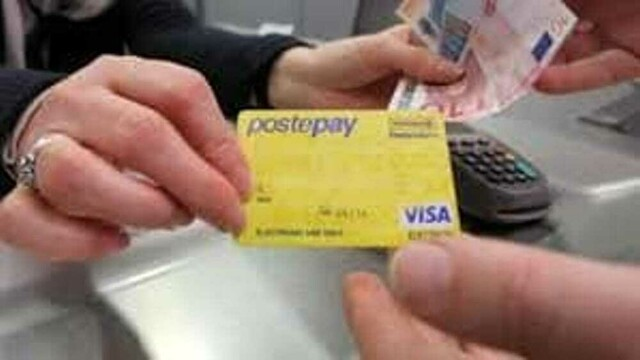"""They """"clone"""" PostePay and make purchases on websites, 28-year-old defrauded thumbnail"""
