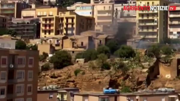 Incendio devasta un'abitazione abbandonata: paura in via Esseneto