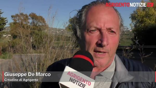 Erba alta e pozzetti scoperti: marciapiedi impraticabili in via Mattarella