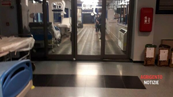 Mother and son run over in front of the police headquarters, car overturns in via Ragazzi del '99: three injured in hospital thumbnail
