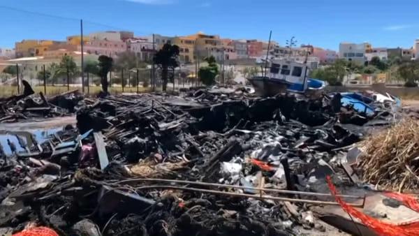 Il ministro Provenzano a Lampedusa, accolto da Martello e Bartolo: ecco le immagini