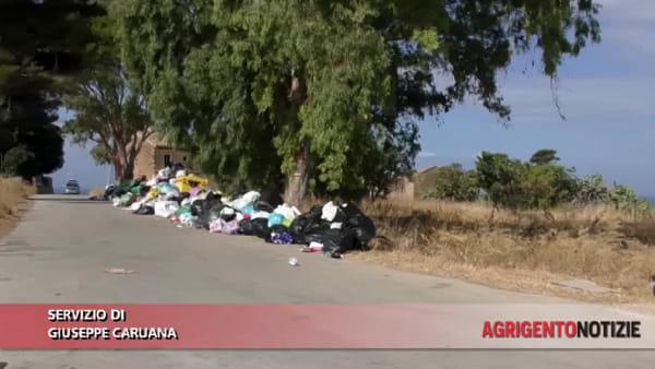 Aria irrespirabile e quintali di rifiuti in strada: a Zingarello situazione fuori controllo