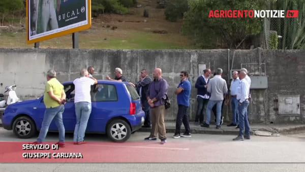 Senza stipendio da mesi, i dipendenti Sal e Ata protestano e Agrigento resta isolata