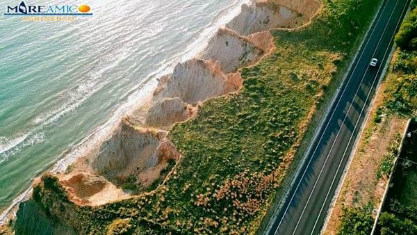 L'erosione costiera minaccia la Ss640, le spaventose immagini dal drone