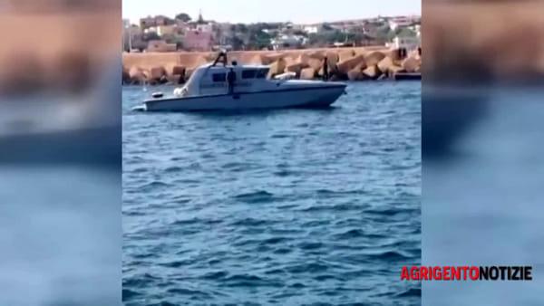 """Il veliero """"Alex"""" approda a Lampedusa, l'Ong: """"Non avevamo altra scelta"""""""