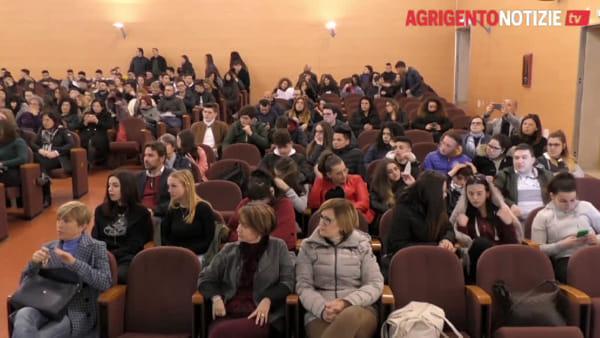 """Stop al cibo """"spazzatura"""", lezione speciale di Franco Berrini agli studenti"""