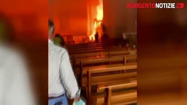 """Brucia l'ottocentesco organo della chiesa Madre, Montenegro corre a Favara: """"E' una ferita che fa male"""""""