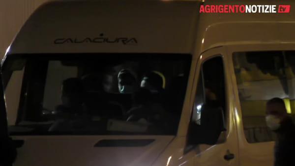 """Problemi di sicurezza a bordo della""""Moby Zazà"""", tunisini lasciano la nave: ecco le immagini"""