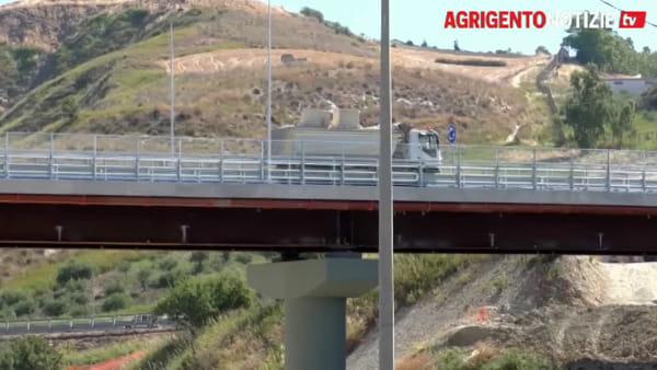 Occhi puntati sul ponte Petrusa, è il giorno della verità: ecco le prove di carico