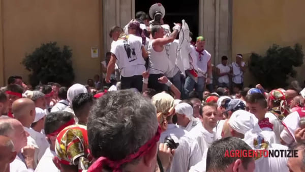Si rinnovano devozione e tradizione: San Calò in processione fra la sua gente