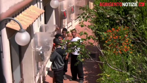 """Tunisini in fuga da Villa Sikania, il sindaco di Siculiana: """"Entrano dalla porta ed escono dalla finestra"""""""