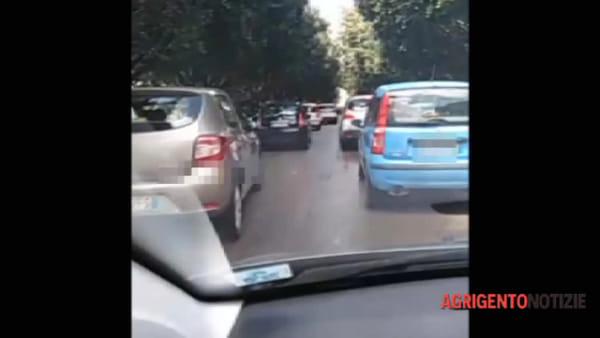 Traffico nel caos in centro città all'ora di punta: la video-denuncia di un lettore