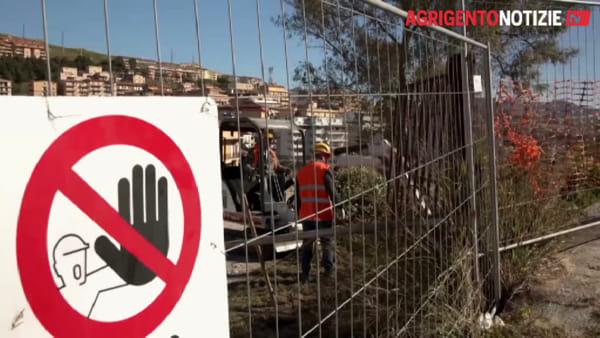 Operai in azione al Quadrivio Spinasanta: avviati i lavori del parcheggio