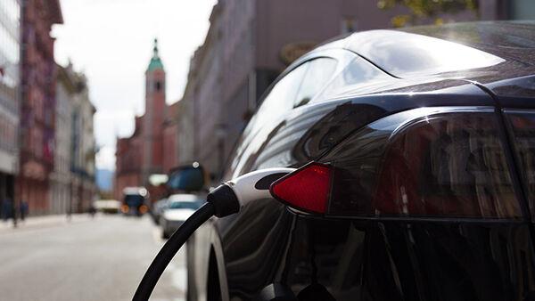 Ibrida, plug-in o elettrica: come sarà la tua prossima auto?