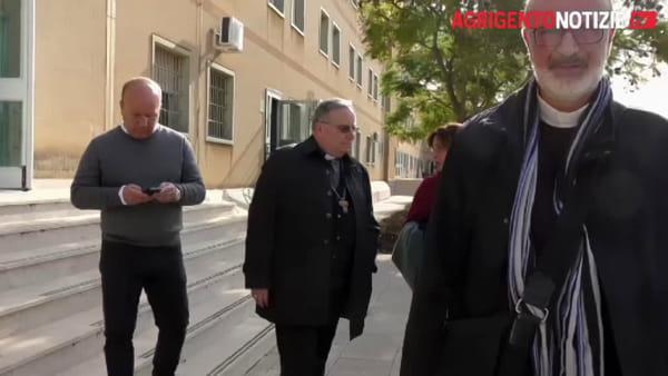 """Criticità del """"Petrusa"""", arriva in visita anche l'arcivescovo: """"Strutture volutamente imperfette"""""""