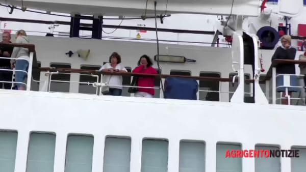 """Porto Empedocle in festa per la nave da crociera Berlin, il sindaco: """"Puntiamo molto su questo tipo di turismo"""""""