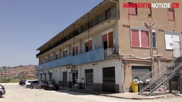 Struttura vuota e polizia assente: centro d'accoglienza chiuso? No, solo il trasferimento dei tunisini