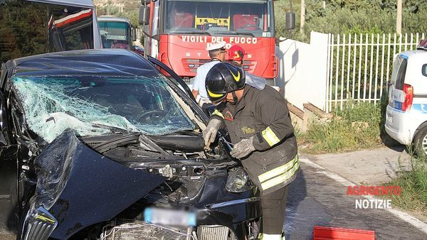 L'incidente tra auto e furgoncino in cotrada Petrusa
