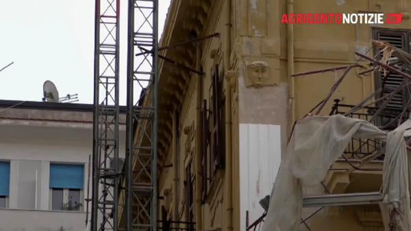 Piazza Cavour, i calcinacci continuano a crollare: sgomberati altri due condomini