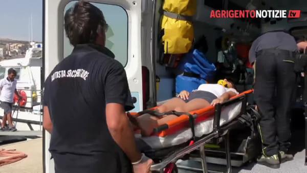 """Nuovo """"Sos"""" alla Scala dei Turchi, Guardia costiera soccorre giovane: è un'esercitazione"""