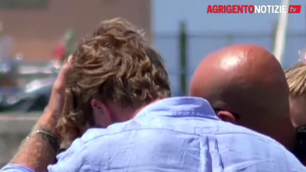 Clizia Incorvaia e Paolo Ciavarro tornano a casa dopo la fuga d'amore a Lampedusa