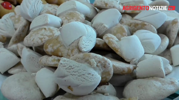 """""""I dolci dei morti"""" di Andrea Camilleri riempiono ancora le tavole degli agrigentini"""