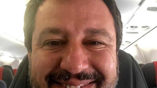 "Caso Sea Watch, Matteo Salvini twitta: ""Attendo le decisioni sulla criminale tedesca"""
