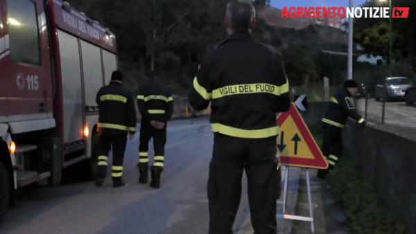 Calcinacci centrano auto in transito lungo la galleria Spinasanta, paura per un'automobilista