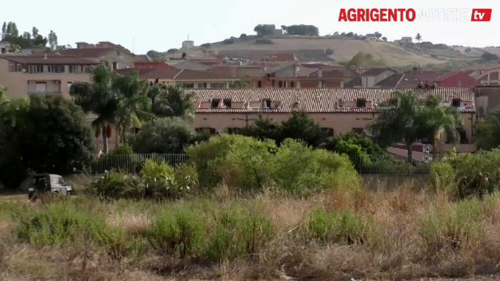 """""""Villa Sikania"""", continua la protesta: un migrante riesce a fuggire"""