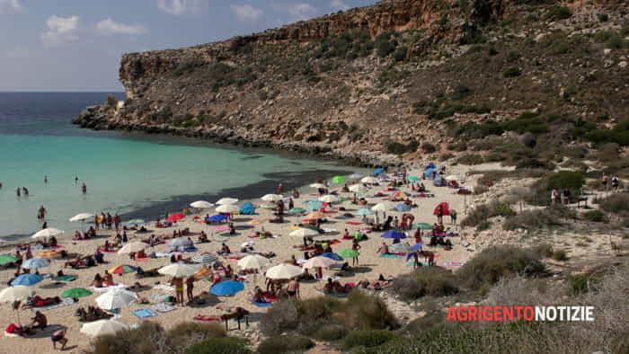 Il mare di ottobre a Lampedusa