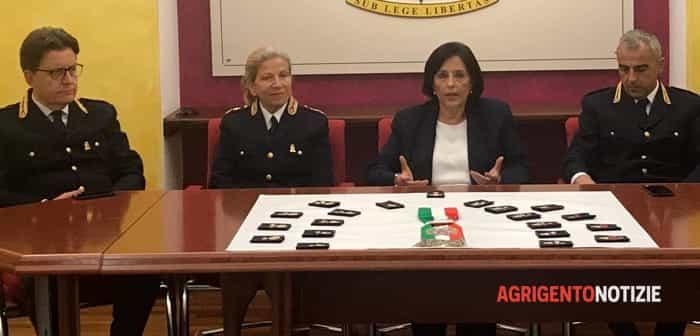 polizia, nuovi distintivi